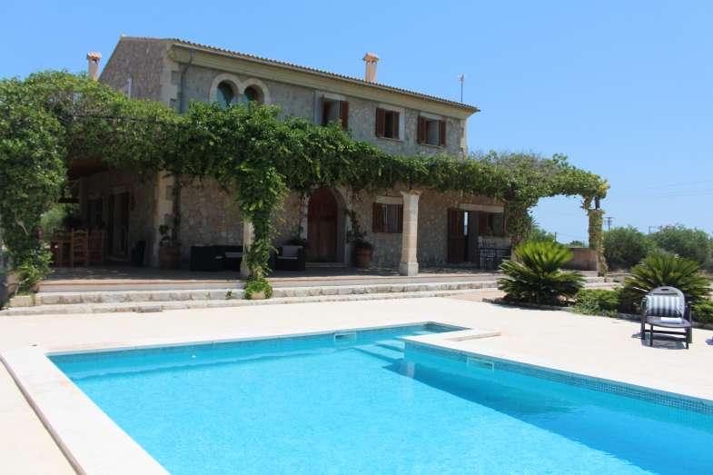 Villaonline villa 8 pax 4 dormitorios en binissalem piscina jard n privado tv sat lite - Alquiler casas en binissalem ...