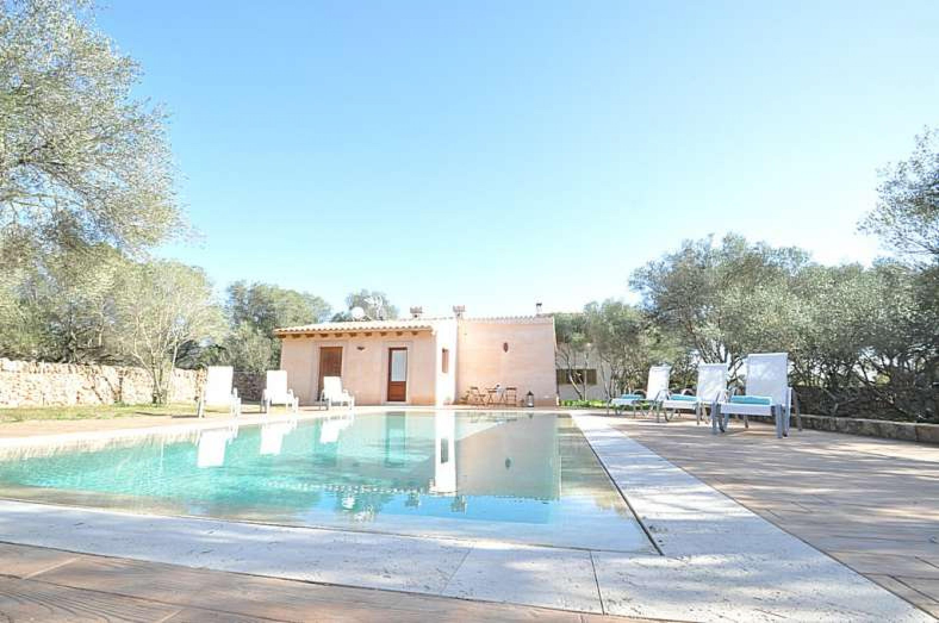Villaonline can fosquet casa de campo en cala pi para 8 for Casa de campo con piscina privada